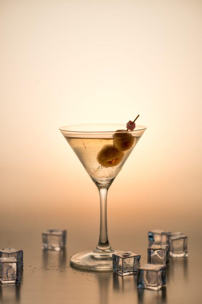 Wie trinkt man Martini Bianco?