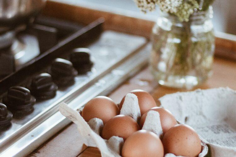 Wie lange halten sich Eier im Kühlschrank?